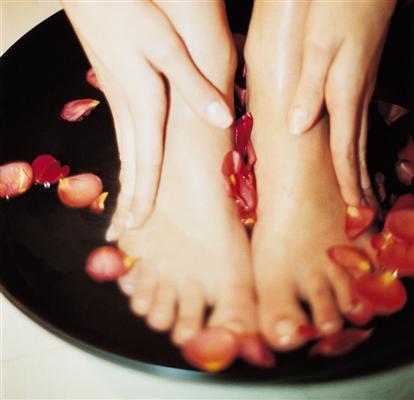 Как снять тяжесть в ногах в домашних условиях