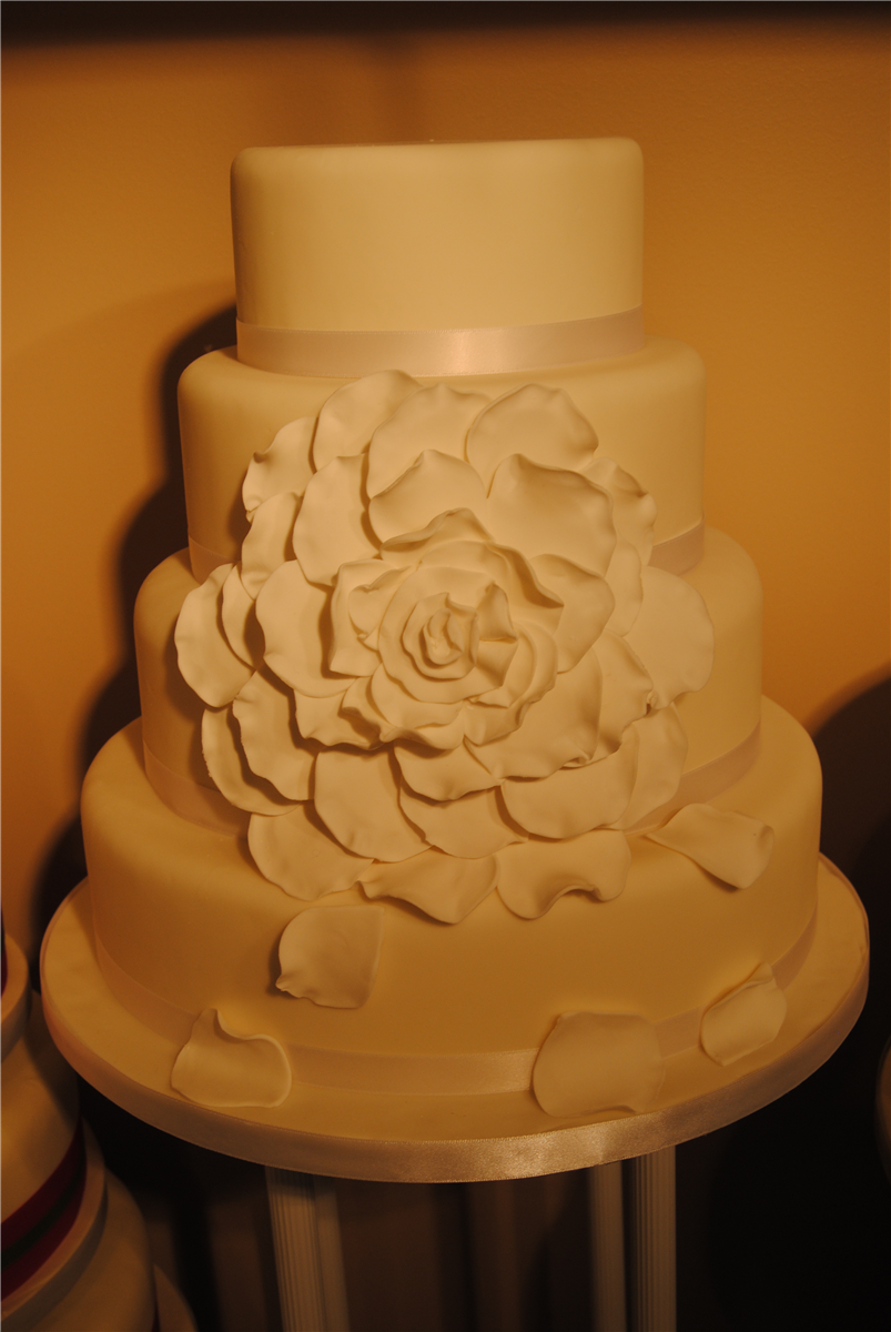 Cake Decorating Classes Kanata : Weddingcakes by Artistic Cake Design in Ottawa, Ontario. Cakes and cupcakes by Artistic Cake Design